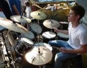 Der neue Schülersprecher Jonathan Bilo am Schlagzeug