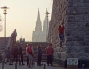 Kletterer an der Hohenzollernbruecke