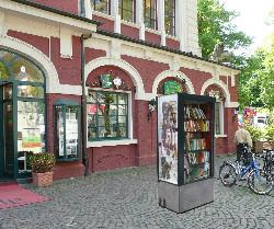 Ein offener Bücherschrank – auf dem Marktplatz