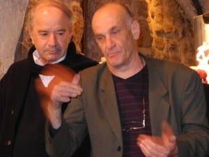 """Igal (der jüdische Direktor, rechts) und Adib (der arabische Direktor) sind sich einig: """"The only ambassador for Israel in the world is Art."""""""