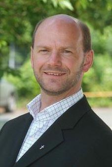 """Er wird der """"Neue"""": Christoph Bernards zur Zeit Pfarrvikar in Bensberg, wird neuer Pfarrer für Herkenrath, Herrenstrunden, Bärbroich, Heidkamp, Eikamp und Sand."""