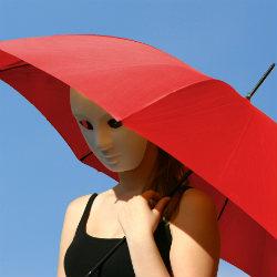 Unter dem Schirm: Kursstart in der THEAS Theaterschule