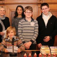 Junge Autoren schreiben auf, was die die Strunde erzählt