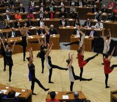 DBG-Schüler tanzen und rappen im Landtag