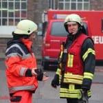 Feuerwehr löscht das Großfeuer bei Zanders