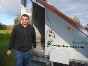 Landwirt Michael van Elst hat einen mobilen Hühnerstall angeschafft.
