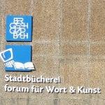 Stadtbücherei erläutert breites Angebot in drei Sprachen