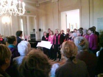 Die Pink Pömps sangen zum Frauentag in der Villa Zanders. Foto: pebaco blog