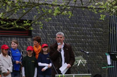 Lutz Urbach begrüßt die Gäste
