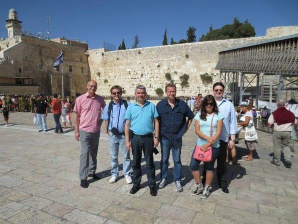 Die Delegation in Jerusalem: Achim Dehmel, Michael Zalfen, Lutz Urbach, Stephan Dekker, Nadine Janke, Christian Buchen (v.l.)