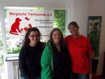 Elisabeth van Langen (Mitte) bei den Bergischen Tierfreunden