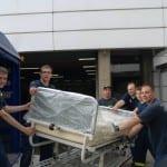 THW transportiert ausgemusterte Krankenhaus-Betten