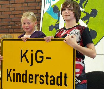 Prominenter Besuch in der Kinderstadt