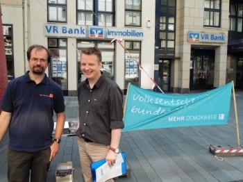 """Mitglieder der Aktion """"Mehr Demokratie"""" in Bergisch Gladbach"""