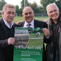 (x mal 1 Euro) x 2 für Fußballplatz in Beit Jala