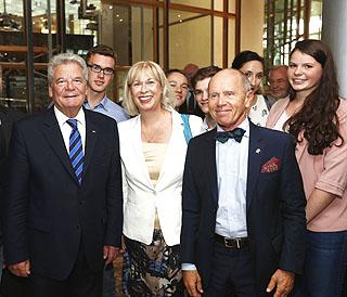 DBG-Schüler feiern mit Gauck und Juppé