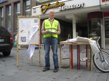 Karl Ulrich Voss aus Burscheid - vor der Wahl in Bergisch Gladbachs Fußgängerzone