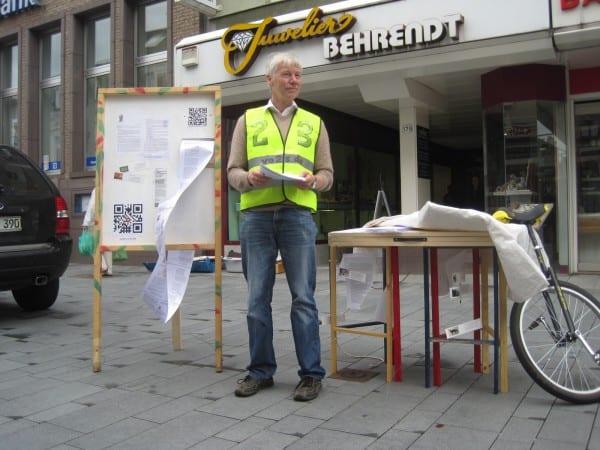 Karl Ulrich Voss in der Fußgängerzone