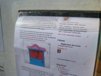 In Handarbeit hat Voss ein Gerät gebastelt, mit dem er sein Wahlblog auch auf der Straße präsentieren kann