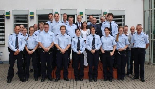 Alle Neuzugänge der Kreispolizei mit Landrat/Pollizeichef Tebroke und weiteren Führungskräften