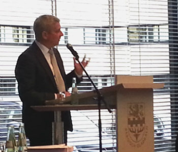 Bergisch Gladbach macht mehr Schulden – aber weniger