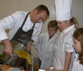 Mit Kürbissuppe gewinnt Nils Henkel die Kinderstadt