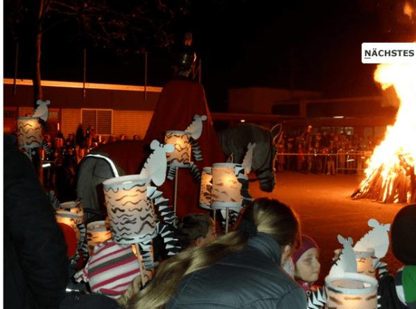 In Heidkamp werden die Laternen auf Stöcken getragen. Foto: GGS Heidkamp