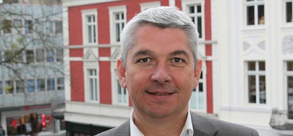 Lutz Urbach auf dem Rathaus-Balkon