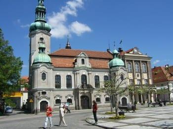 Das Rathaus der Partnerstadt Pszczyna in Schlesien. Foto: Wikipedia