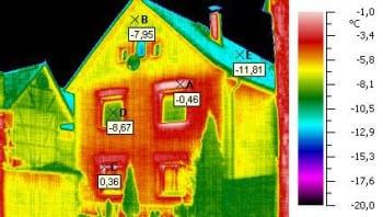 Thermografie zeigt, wo Altbaut Wärme entweichen lassen