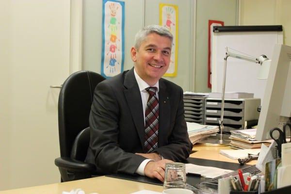 Lutz Urbach in seinem Amtszimmer