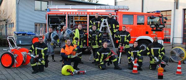 Die zwölf neuen Brandmeister der Feuerwehr Bergisch Gladbach
