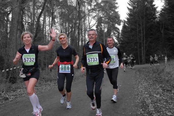 KFM - Läufergruppe  farbig - Hintergrund sw