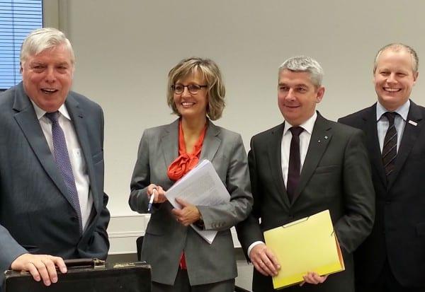 Willibert Krüger, Eva Babatz und  Fred Arnulf Busen bei einem Treffen mit Bürgermeister Lutz Urbach
