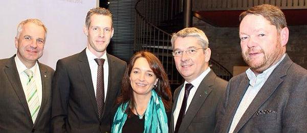 Kreisparteichef Rainer Deppe, Ortsverbandschef Hartmann, Tanja Urbach, Spitzenkandidat Lutz Urbach und Fraktionschef Peter Mömkes