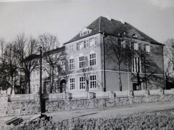 Die Schule in den 30er. Foto: Willy Fritzen