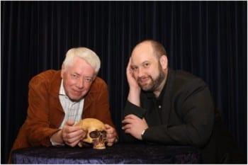 Autor Jason Dark und Theaterintendant Gerd J. Pohl. Foto: Helga Niekammer