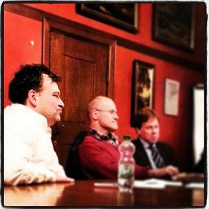 Tomas M. Santillan, Peter Tschorny und Rainer Dlugosch im kleinen Ratssaal