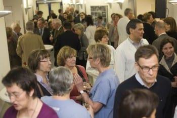 Viele Besucher bei der Einweihung der Endoskopie
