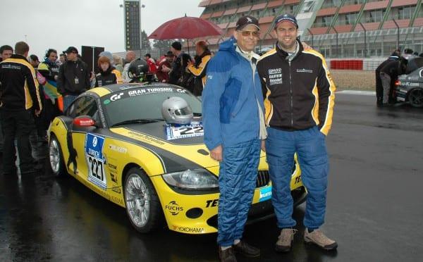 Jörg Krell mit seinem Sohn am Nürburgring