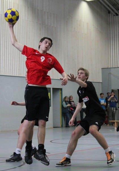 Die U19 spielte in Schwarz, rechts Steffen Heppekausen vom TuS Schilgen