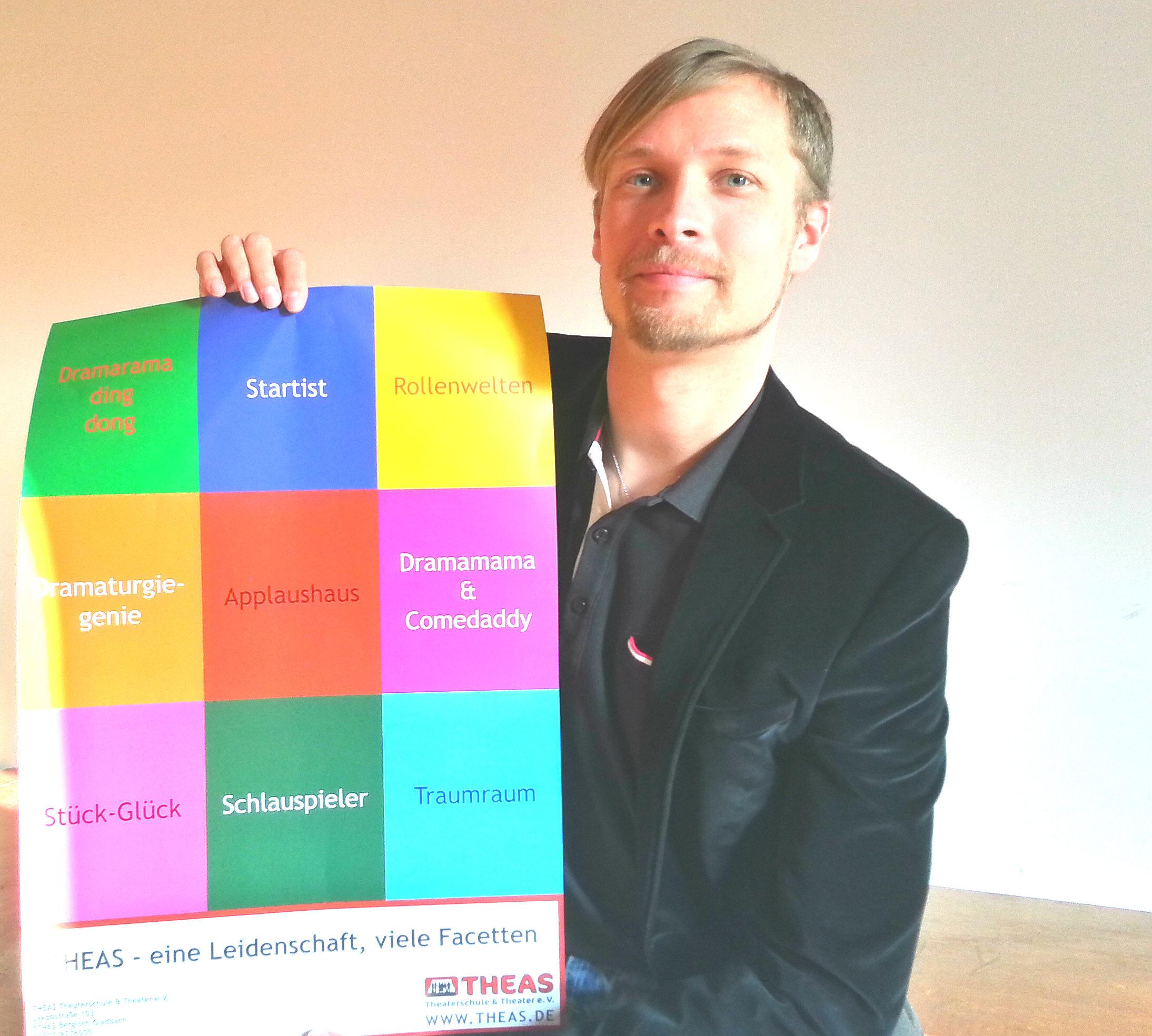 David Heilmann zeigt das Plakat zur Kampagne