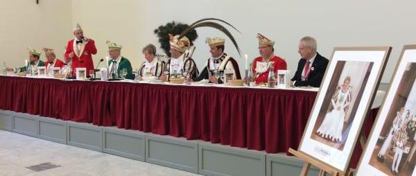 Das Dreigestirn mit Spitzenkräften des Bergisch Gladbacher Karnevals