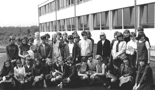 Die Gründungsklasse des DBG, aufgenommen in der Quinta 1966