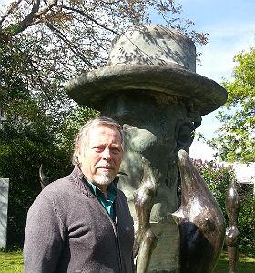 Eugen Ignatius in seinem Skulpturen-Garten