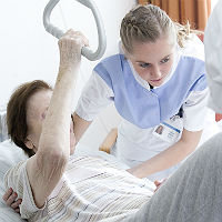 Training am Bett: Pflegekurse für Angehörige