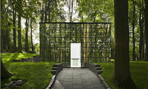 Das Haus der Klage auf dem privaten Friedhof von Pütz-Roth.