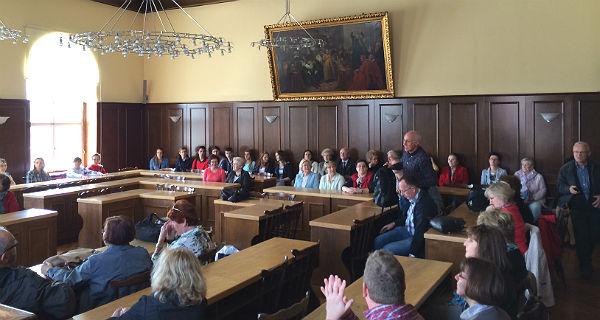 Die Gruppe im Rathaus von Die Kirche in Pszczyna