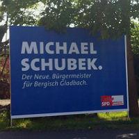 Ein Bier, ein verschwundenes Plakat – und Vandalismus