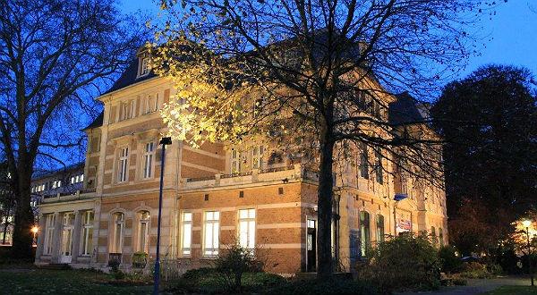 Kein Sternerestaurant, sondern ein Kunstmuseum - die Villa Zanders. Foto: Tina Heuer